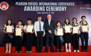 Gần 500 học sinh công lập nhận chứng chỉ quốc tế Pearson Edexcel