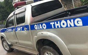 Xe chở pháo lậu tông xe cảnh sát giao thông trên đường tháo chạy