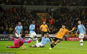 Thua ngược Wolves, Man City 'đầu hàng' Liverpool