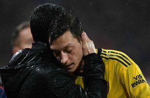 'Arteta nên xây dựng Arsenal xung quanh Oezil'