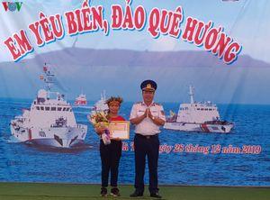 Cảnh sát biển đồng hành với ngư dân tại vùng biển Hà Tiên