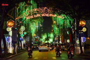 Đường phố TP Hồ Chí Minh lung linh chào đón năm mới 2020