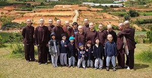 Sự thật về Tịnh thất Bồng Lai Đức Hòa – Long An: Đại 'gia đình' giả sư đẻ con thật!