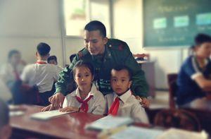 Thầy giáo quân hàm xanh: Người gieo chữ trên hòn đảo tiền tiêu phía Tây Nam Tổ quốc