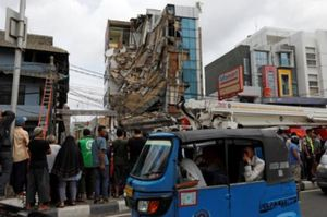 Indonesia: Sập tòa nhà 5 tầng, ít nhất 2 người bị thương