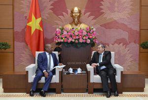Chủ nhiệm Ủy ban Đối ngoại Nguyễn Văn giàu tiếp Đại sứ Cộng hòa Nam Phi tại Việt Nam