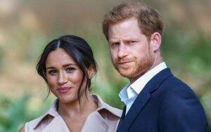 Meghan bị chỉ trích là kẻ phá hoại tình cảm giữa Hoàng tử Harry và gia đình hoàng gia