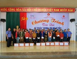 Công đoàn VKSND tối cao trao quà 'Chung vui ngày Tết' tại huyện biên giới
