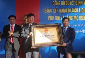 Bộ trưởng Nguyễn Ngọc Thiện trao Bằng Di tích quốc gia Phủ thờ và lăng mộ Diên Khánh Vương