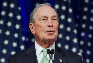 Tranh cử kiểu vương giả, tỷ phú Bloomberg khiến các đối thủ bất mãn