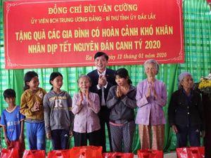 Hàng nghìn suất quà Tết đến với hộ nghèo, gia đình chính sách ở Đắk Lắk