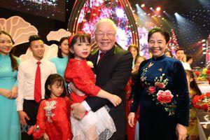 Kiều bào Việt Nam vui Xuân quê hương trên quê cha, đất tổ