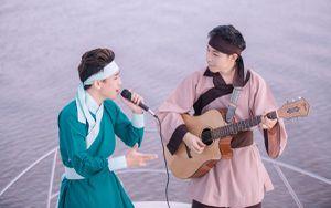 Bị chê khả năng hát live, Huy Cung ra tận… sông Sài Gòn để 'đáp trả' bằng cách này