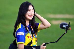Phóng viên Hàn Quốc và những cô gái gây thương nhớ tại VCK U23 châu Á