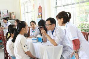 Tổ chức tư vấn, khám chữa bệnh, cấp phát thuốc miễn phí cho trẻ em mồ côi tại TP Đà Nẵng