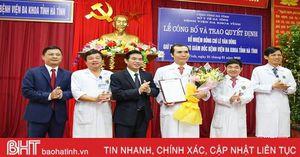 Trao quyết định bổ nhiệm Phó Giám đốc Bệnh viện Đa khoa tỉnh và Giám đốc Bệnh viện Mắt Hà Tĩnh