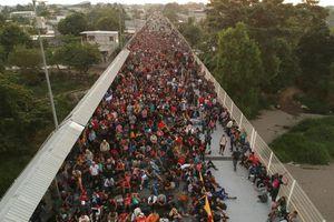 Hàng trăm di dân vượt sông, đụng độ lực lượng an ninh Mexico