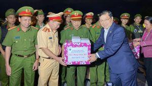 Lãnh đạo TP Đà Nẵng thăm, động viên các lực lượng làm nhiệm vụ đêm giao thừa