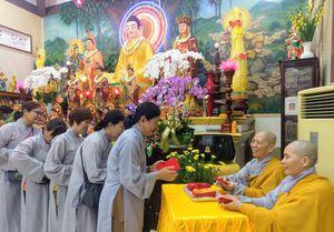 Đầu năm, về chùa nguyện cầu bình an