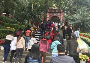 Vãn cảnh Đền Hùng ngày Tết