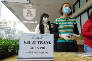Nhận khẩu trang miễn phí, người dân cảm kích trong nỗ lực chống virus corona Vũ Hán