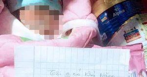 Bé sơ sinh bị bỏ rơi ở chùa bên cạnh bức thư nhờ nuôi giúp