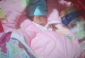 Bé gái sơ sinh bị bỏ dưới tượng Phật