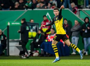 Con trai cựu cầu thủ Man City lập kỷ lục ở Cúp quốc gia Đức