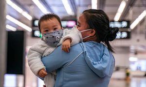 Bé 30 giờ tuổi nhiễm virus corona, chuyên gia nói không vội kết luận