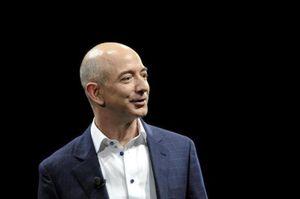 Jeff Bezos bán hơn 1,7 tỷ USD cổ phiếu khi vốn hóa Amazon tái lập mốc 1.000 tỷ USD