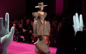 Christian Siriano khởi động Tuần lễ thời trang New York với bộ sưu tập lấy cảm hứng từ 'Birds of Prey'