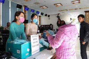 Doanh nghiệp dệt may tặng 70.000 khẩu trang vải kháng khuẩn cho người dân