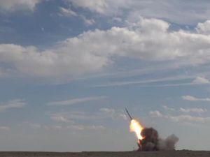 Iran công bố tên lửa mới giữa cáo buộc thử vũ khí hạt nhân