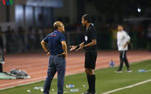 HLV Park Hang Seo bị AFC cấm chỉ đạo 4 trận; Công Phượng được AFC ngợi ca