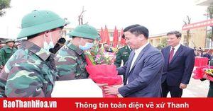 Phó Bí thư Thường trực Tỉnh ủy, Trưởng Đoàn ĐBQH tỉnh Đỗ Trọng Hưng dự và động viên thanh niên TP Thanh Hóa lên đường nhập ngũ