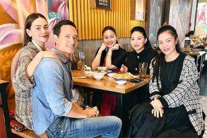 Hồ Ngọc Hà ôm vai Kim Lý tụ tập đầu năm với BTV Ngọc Trinh