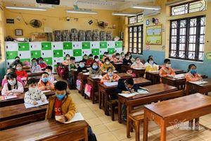 Vĩnh Phúc đồng ý nghỉ thêm 1 tuần; thông tin chính thức về 38 học sinh ho, sốt