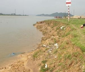 Sông Lam bị ngoạm sâu, dân Hà Tĩnh thấp thỏm lo hết đất canh tác