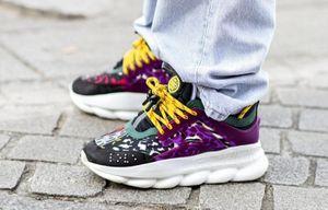 Đôi giày nào được ưa chuộng nhất tại New York Fashion Week 2020?