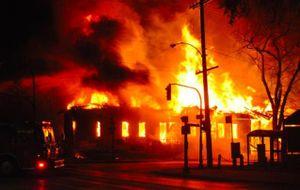 Nam kế toán chết cháy trong trụ sở ủy ban