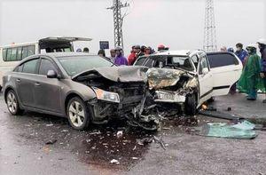 Ô tô chở nhà sư gặp nạn trên đường khiến 6 người nhập viện cấp cứu