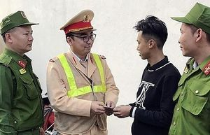 Nam thanh niên gửi lời cảm ơn tổ công tác 141 đã tìm lại tài sản khi bị trộm lấy mất
