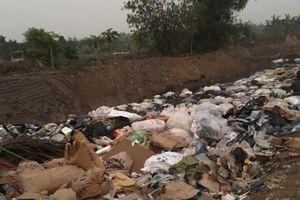 Hố chôn rác thải trái phép khối lượng lớn ở Hải Dương: Đang xác minh 'thủ phạm'?