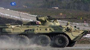 BTR-82AT Nga phối hợp với vệ tinh khi chiến đấu