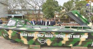 Vietcombank tặng 3 xuồng cao tốc cho bộ đội Trường Sa
