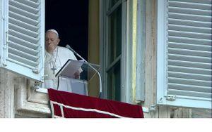 Giáo hoàng Francis xuất hiện trước công chúng dù chưa khỏi bệnh