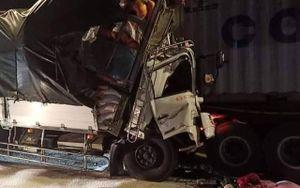 Xe tải tông đuôi container làm 3 người chết: Tốc độ các phương tiện là bao nhiêu?