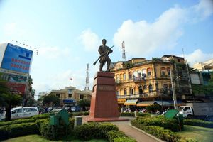Tượng Phan Đình Phùng ở Sài Gòn vào phim Mỹ