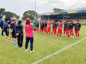 Xông đất Úc, tìm cách phá bĩnh trận lượt đi play off