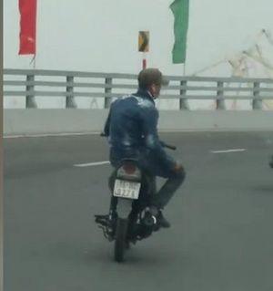Thanh niên Hải Phòng 'làm xiếc' trên cầu Hoàng Văn Thụ: Ai là chủ chiếc xe máy?